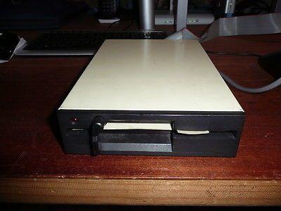 """Disquetera 5,25 """" pulgadas Los discos de 5.25 pulgadas tienen su origen en Diciembre de 1976"""