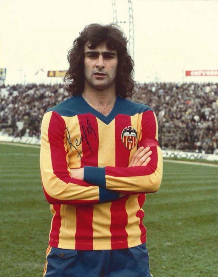 Mario Kempes - Valencia away kit.