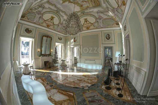 Sala interna della villa per una festa di nozze elegante e chic: sfoglia le foto di questa location >> http://www.lemienozze.it/operatori-matrimonio/luoghi_per_il_ricevimento/villa-ciardi/media/foto/15