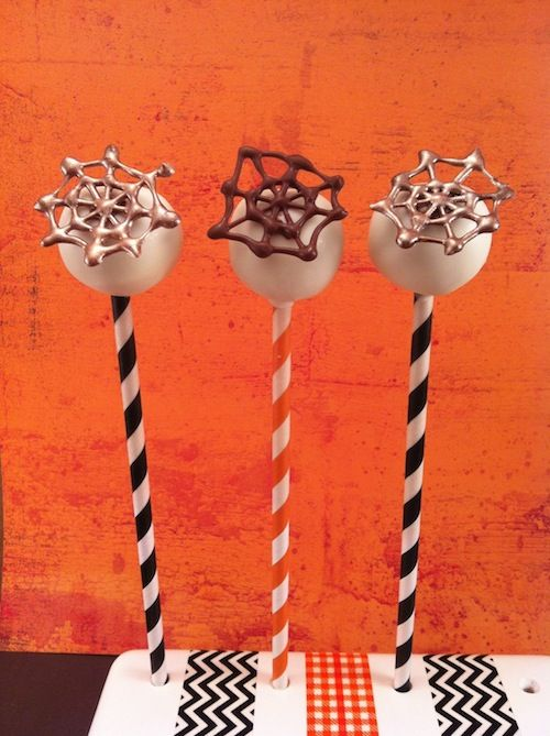 Cute and Creepy Cakepops for Halloween @popcosmo #Halloween #Cakepops #EverythingFall