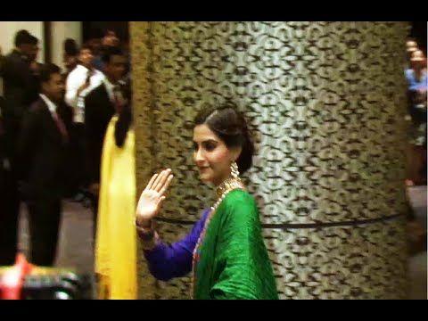 WATCH Anil Kapoor and Sonam Kapoor at Shahid Kapoor's wedding reception. See the full video at : https://youtu.be/XP0xMZgR8T4 #anilkapoor #sonamkapoor