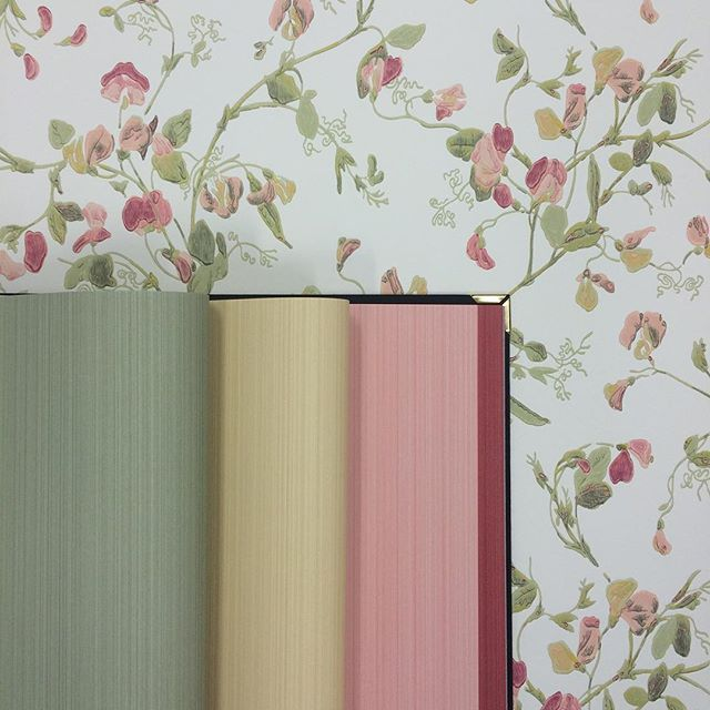 A calming pastel palette to end the long weekend. #sweetpea #jaspe #pastel #wallpaper #tapet #behang #archiveanthology #wallcovering
