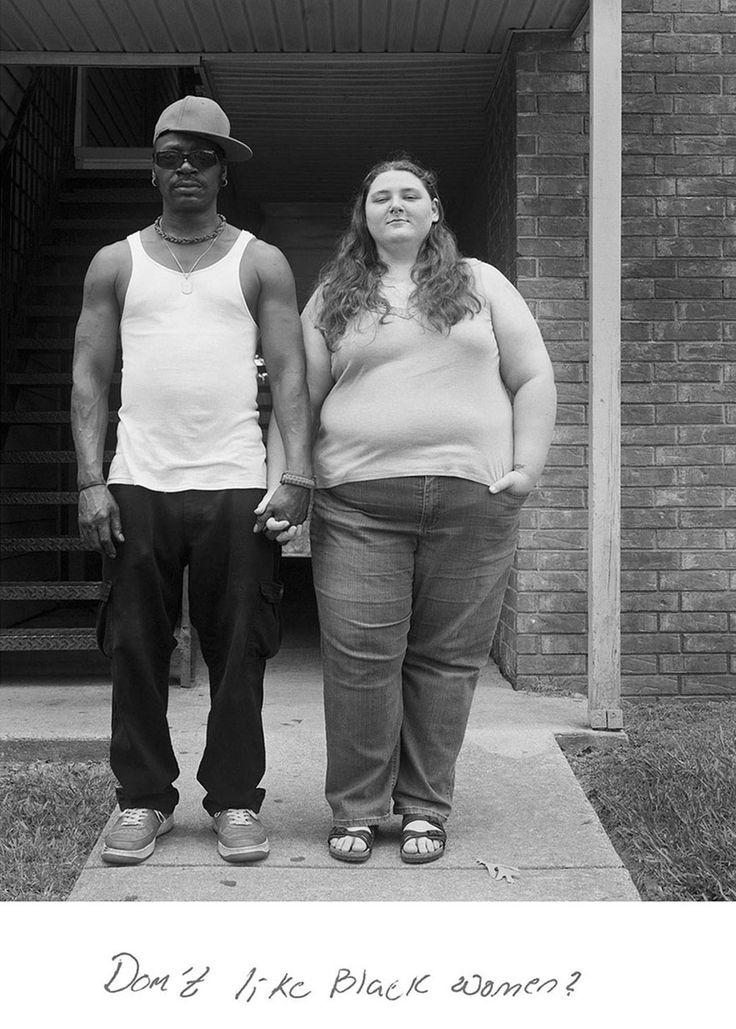 Ces couples multiethniques posent pour dénoncer les commentaires racistes dont…