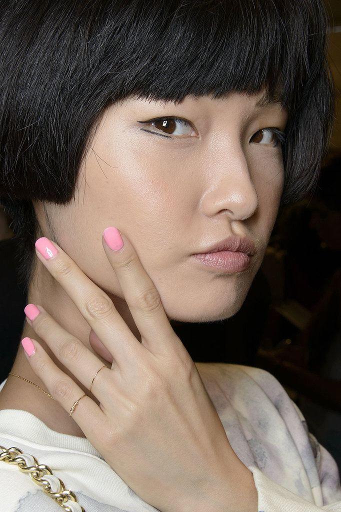 Jednobarevné růžové nehty
