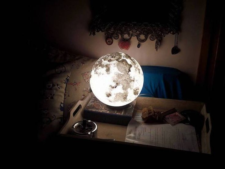 Hand-Painted Moon and Planet Lamps from Recycle Material, http://photovide.com/moon-planet-lamps/