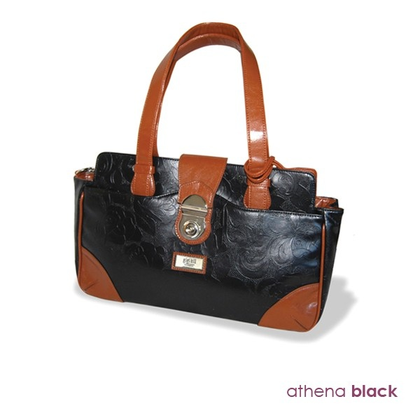 Ingrid - from Gigi Hill. We are in LOVE with this bag! #fashion #style #purse