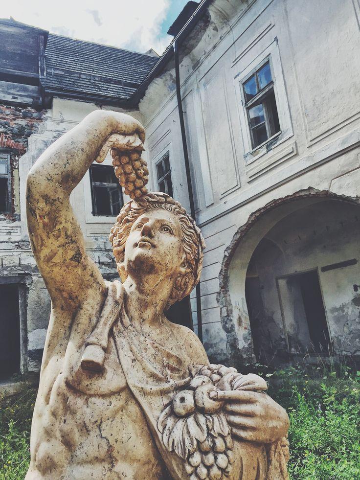 🇸🇰Kamoši v nedeľu som v Banskej Štiavnici, ak sa chcete odfotiť s Bakchusom dajte vedieť, k tomu Vám ukážem palác 📲 z môjho biznisu - www.michalbotansky.com 🔼🔼🔼 . . 🇬🇧friends, sunday I'll be in Banská Štiavnica, if you want to take a selfie with A Bakchus, let me know, also I'll show you a palace 📲 .*from my business - www.michalbotansky.com 🔼🔼🔼