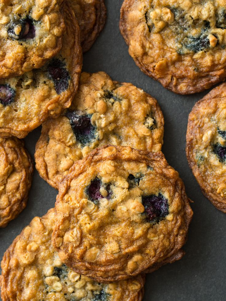 BLUEBERRY AND CARDAMOM OAT COOKIES