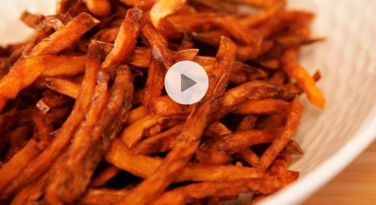 Découvrez notre recette en vidéo pour faire des frites de patates douces. Originales et délicieuses, elles plairont à tous !