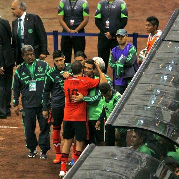 Cuauhtemoc Blanco y Rafa Marquez se dan abrazo