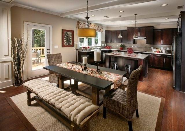 küche essbereich wandfarbe beige dunkle holzmöbel landhausstil