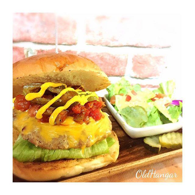 . . 〜今週のスケジュール〜 . . 4月 17日(月)▷定休日 18日(火)▷通常営業 19日(水)▷ランチ通常、ディナー貸切営業 20日(木)▷ランチ通常、ディナー貸切営業 21日(金)▷通常営業 22日(土)▷通常営業 23日(日)▷通常営業 . . . 皆様のご来店 お待ちしております◡̈🍔🍴 . ✨🇺🇸🗽 . . #oldhangar#hamburger#handmade#American#diner#lunch#dinner#party#birthday#pancake#fashion#country#Frenchbulldog#オールドハンガー#ハンバーガー#レストラン#カフェ#ペット#愛犬#ペット同伴#ドッグカフェ#二次会#パーティー#バースデー#パンケーキ#サプライズ#デート#山梨#ツーリング#ランチ *
