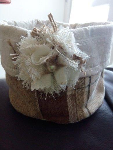 cestino Shabby in stoffa tappezzeria con fiore spilla