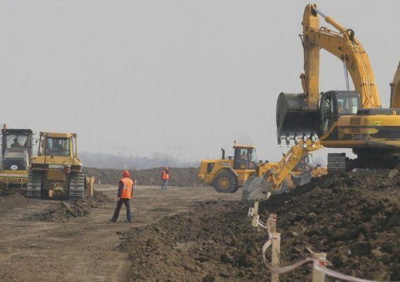 Alternativă la lentoarea statului: va fi inaugurat un drum făcut din FONDURI PRIVATE. Unde se găseşte şi cine l-a construit