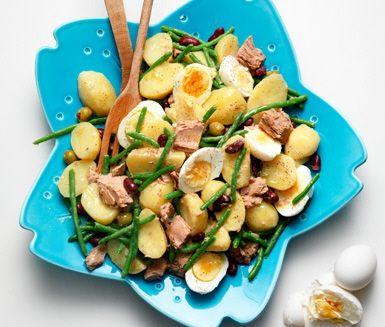 Ljummen potatis- och tonfisksallad med bönor (Använd blandade bönor.)