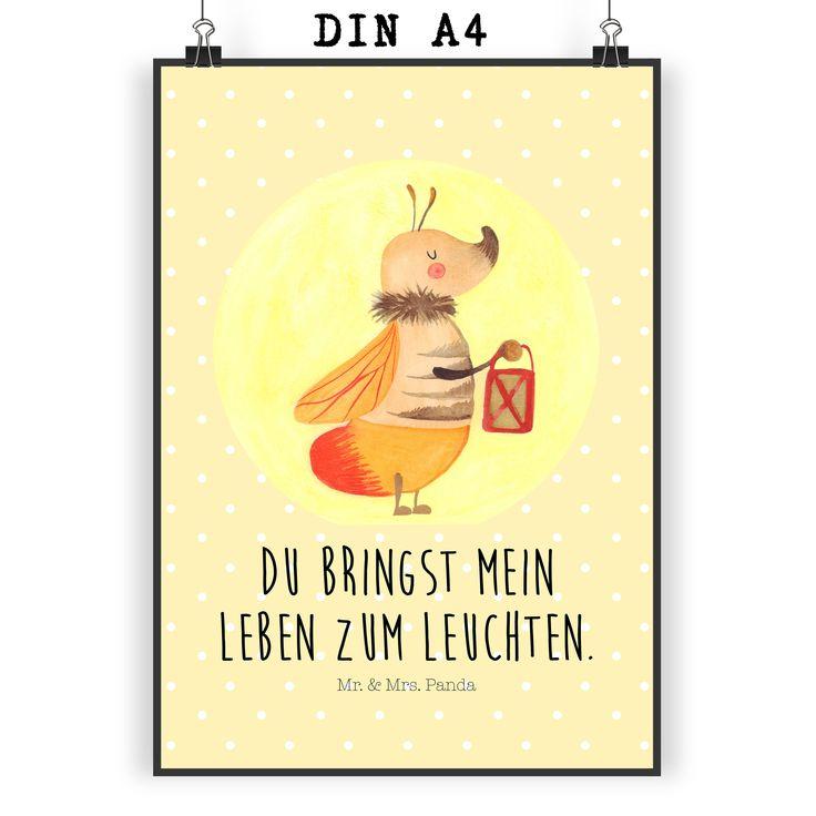 Poster DIN A4 Glühwürmchen aus Papier 160 Gramm  weiß - Das Original von Mr. & Mrs. Panda.  Jedes wunderschöne Motiv auf unseren Postern aus dem Hause Mr. & Mrs. Panda wird mit viel Liebe von Mrs. Panda handgezeichnet und entworfen.  Unsere Poster werden mit sehr hochwertigen Tinten gedruckt und sind 40 Jahre UV-Lichtbeständig und auch für Kinderzimmer absolut unbedenklich. Dein Poster wird sicher verpackt per Post geliefert.    Über unser Motiv Glühwürmchen  Es gibt nichts magischeres, als…