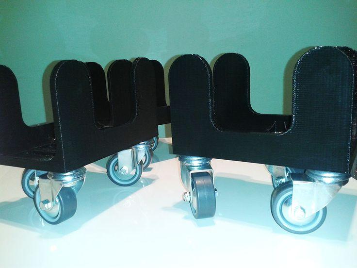 Rychlovka mobilovka - tři vozíky... celkem jich bude pět... K čemu asi jsou? Tisk Velleman K8200, materiál PLA v černé barvě.