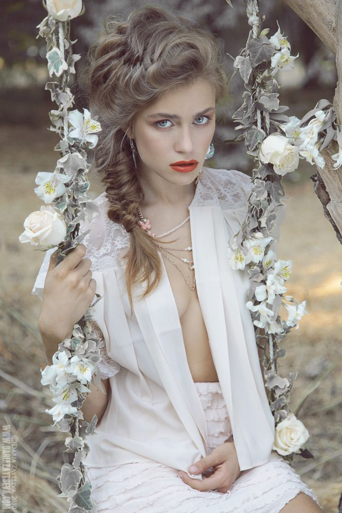 """Ksenia T. by Daria Zaytseva    Tendenza sposa 2013? Un acconciatura con treccia sofisticata e dall'effetto """"finto spettinato"""" per una sposa giovane!"""