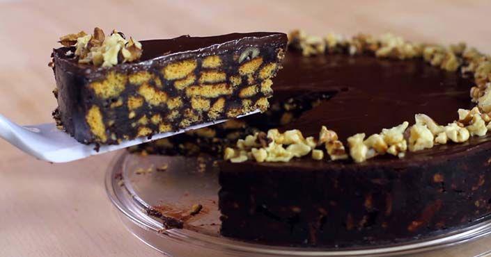 Čokoládová torta! Zvládne ju aj úplný začiatočník, pripravíte ju rýchlo a bez pečenia. Pozrite si návod ako postupovať! Nepečená čokoládová torta, nápad