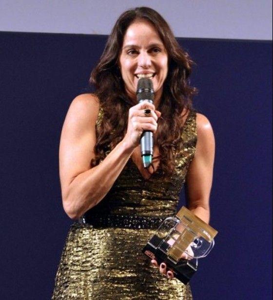 """Claudia Mauro foi agraciada com o Prêmio APTR de Melhor Texto, em abril, no Rio de Janeiro: """"Uma surpresa para mim"""" (Foto: Cristina Granato)"""