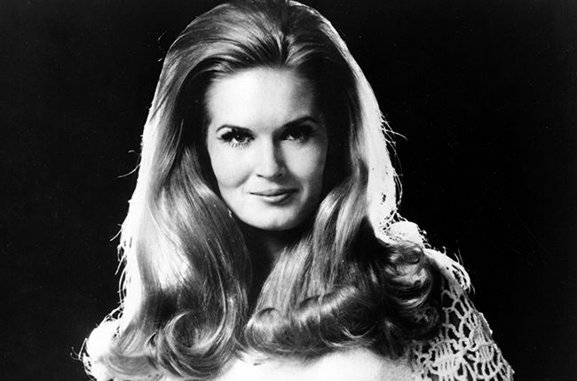 Lynn Anderson, Country Star Behind 'Rose Garden,' Dies at 67  9-26-1947 to 7-31-2015 pneumonia