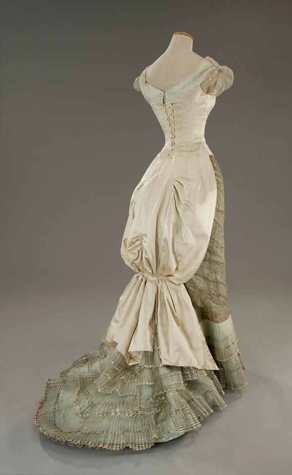 Costume designed by Gabriella Pescucci for Winona Ryder in The Age of Innocence (1994) #victorian #costume