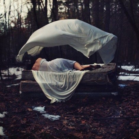 photography of woman on a bed by-Sarah Ann Loreth