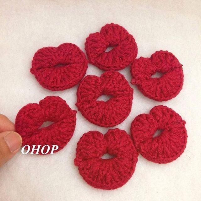 Beijinhos de boa noite . . . . . By @ohopshop . . . #boanoite #docessonhos #ateamanha #beijos #crochet #crochetaddict #handmade #crocheting #instacrochet #crochetlove #fiodemalha #trapillo #yarn #knitting #ganchillo #homemade #ilovecrochet #crochê #decor #instadecor #decoration #häkeln #örgü #вязание #كروشية #amigurumi #kisses #amigurumis #amigurumidolls