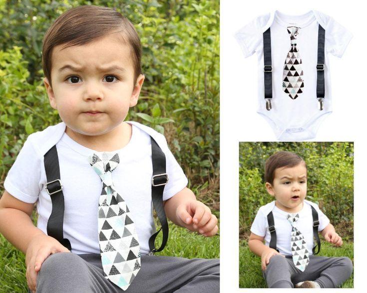 Tenue Bébé Garçon Preppy avec Cravate Triangle et Ensemble Église Bretelles Noires 1er Anniversaire …   – BABY CLOTHES