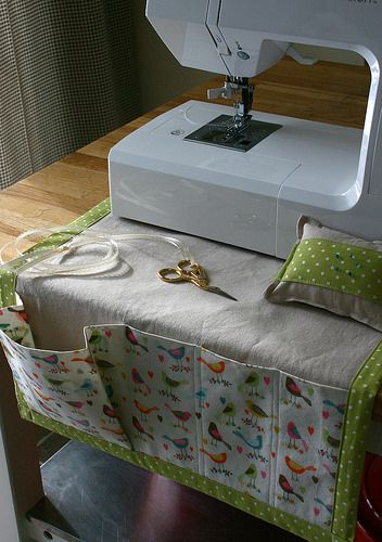Sewing machine caddy and pincushion. Original tutorial here: http://www.howjoyful.com/2010/09/sewing-caddy-and-detachable-pincushion-tutorial/