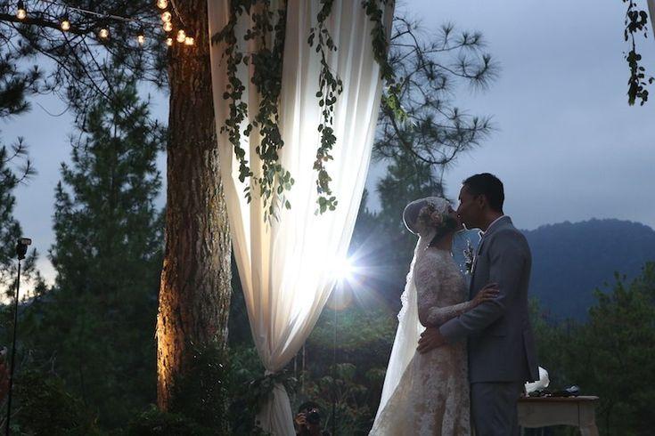 Andien dan Ippe mengikat janji suci perkawinan mereka di Pine Forest Camp, Lembang. Yuk, simak ulasan pernikahan Andien dan Ippe