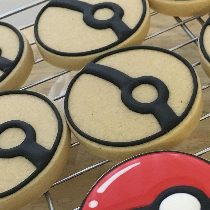 """""""It begins ! Pokeballs for my almost 6 year olds party tomorrow #pokemoncookies…"""