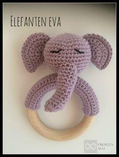 Synes simpelthen den er blevet ret kær (hvis jeg altså skal sige det selv) Ørerne til elefanten har jeg fået fra bloggen BrittsAmi, men hendes blog er desværre lukket ned Hvis du skulle få lyst til at vise din kreation frem, så send mig endelig et billede og jeg vil dele det her … … Læs resten →