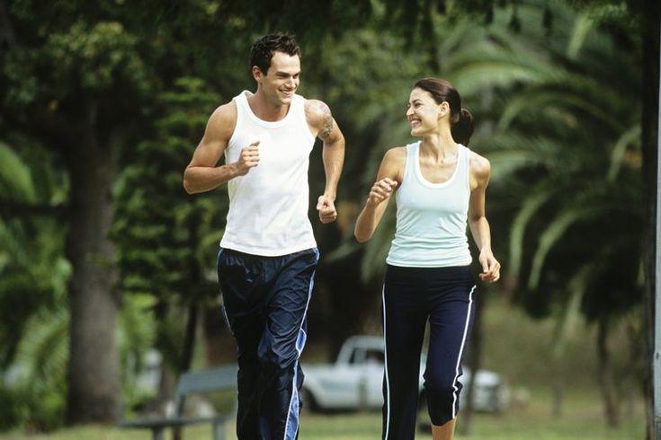 Las mejores camisetas para correr. Ya sea que estés entrenando para tu primer maratón o casualmente corriendo con amigos, la camiseta para correr puede hacer una diferencia en la forma que corres. Hay varios factores que pueden ayudar a encontrar las mejores camisetas para tus necesidades. Deben de ...