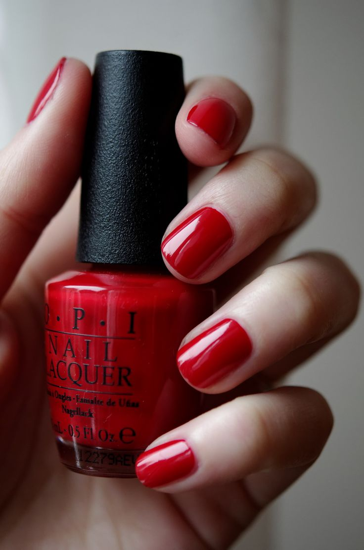 O.P.I Big Apple Red, from Mimine (la fille avec les plus beaux ongles vernis de TOUT le web).