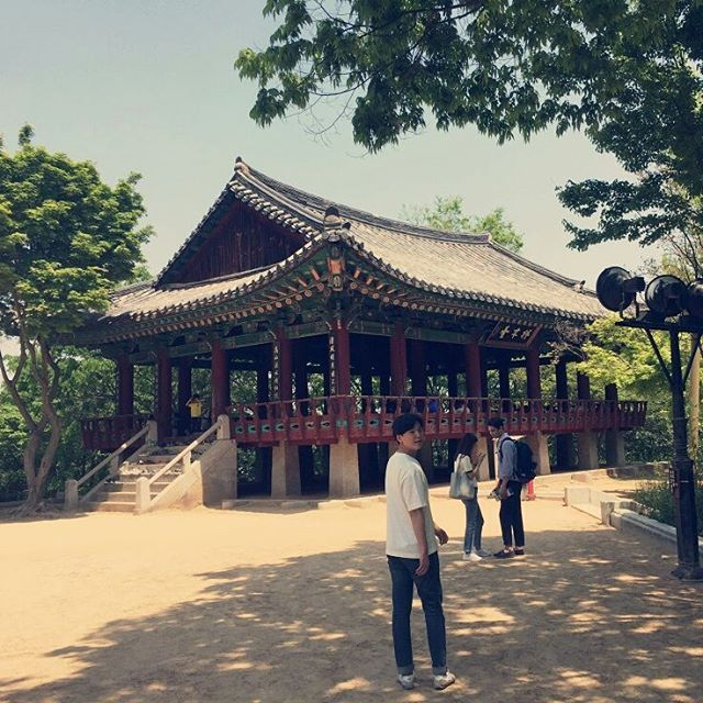 #전국여행 #3일차 #국내여행 #여행 #여행스타그램 #전북 #전주  #전주한옥마을 #한옥 #korea #jeonju #travel #오목대  몸은 피곤하고  밖은 더웠고  그늘 밑은 시원했고 나는 뻗었고.. http://tipsrazzi.com/ipost/1507047215180751126/?code=BTqG3UglyEW