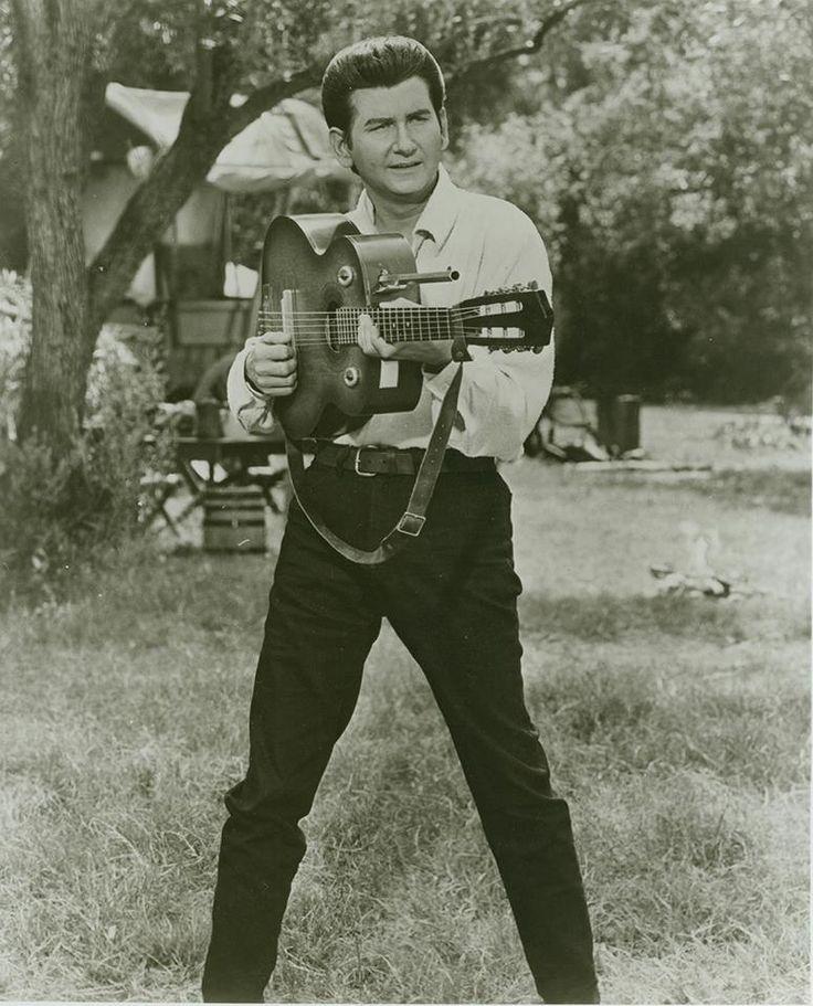 flight-to-mars:  Roy Orbison in Fastest Guitar Alive (1967)