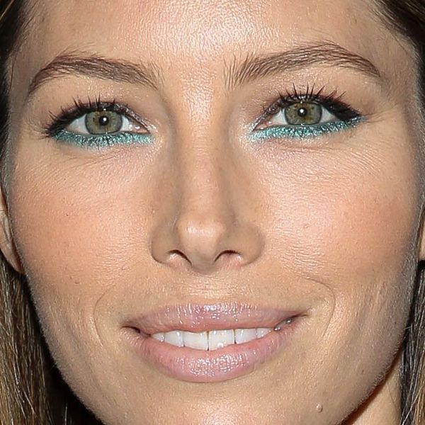 Jessica Biel Has Teal On Her Lower Lash Lines The O Jays
