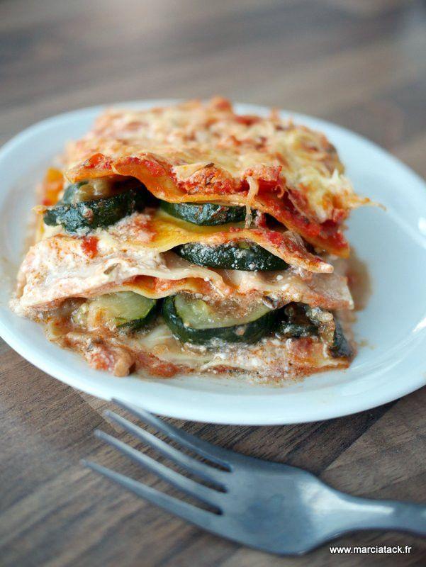Lasagnes de légumes d'été (courgettes, tomates et aubergines)