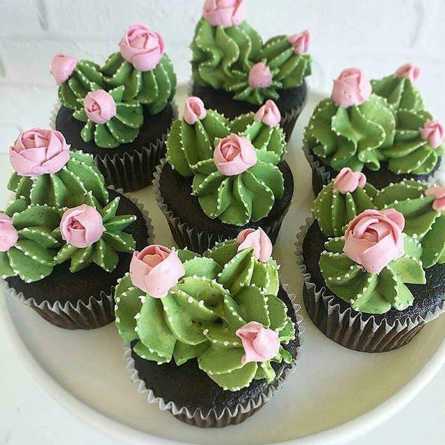 @Regranned from @entrenafesta -  Cupcakes de Cactos -  Inspiração super tendência via #pinterest - #regrann