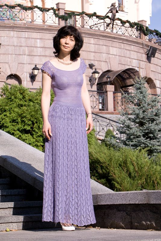 """Розочки"""" - отсюда http://www.ravelry.com/patterns/library/rose-fragrance- Схема бесплатная и общедоступная. Не изменяла, как раз убавки хорошо сработали на приталивание"""