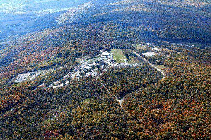 Monte Weather. Específicamente se trata del centro de operación de emergencia y se ubica en Virginia, Estados Unidos. Fue creado en 1959 en plena Guerra Fría y es allí donde, en caso de catástrofe nacional, se reubicarían a todos los altos mandos del gobierno estadounidense y parte de la población civil que se pueda rescatar.