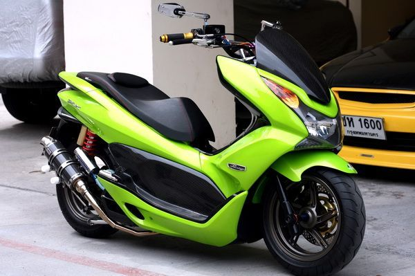 2016 Honda Pcx150 Scooter Ride Review Specs Mpg Price More Honda Pro Kevin Honda Scooter Models Moped Scooter Yamaha Scooter