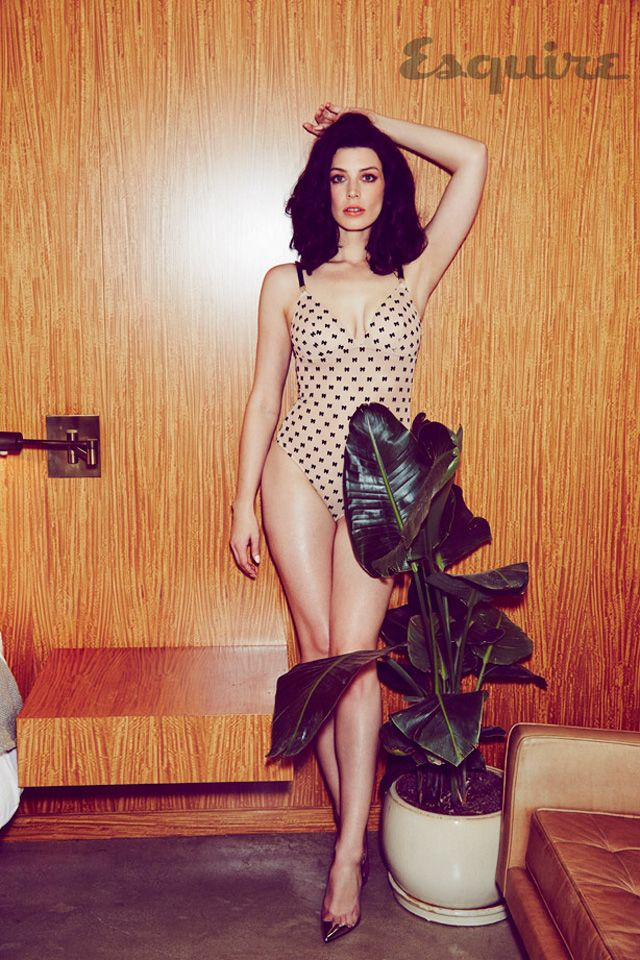 Megan Draper - sorry, we mean Jessica Pare - looks amazing skinny dipping in new Esquire photo shoot.