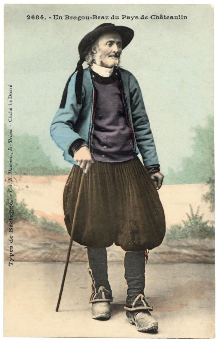 BRAGOU-BRAZ: Pantalon amplio de paño tela blanca y forma abombada para facilitar la marcha a traves de las espinosas aulagas. Es el traje tipico de Bretaña.