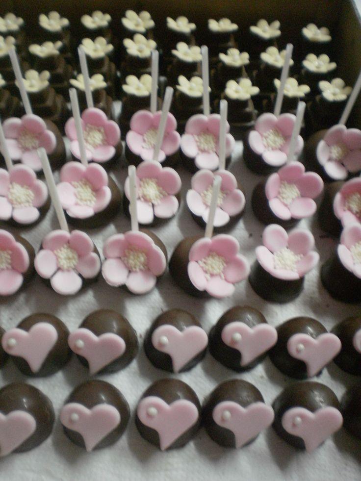 Pope cake com flor rosa