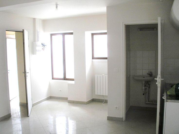 2/4 avant travaux, porte des WC donnant direct sur la cuisine (photo prise du salon) __________________ TEXAS Bâtiment - Tél 0141810290