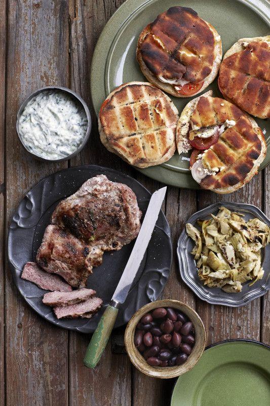 Ontbeende lamsboud & pita-braaibroodjies met fetakaas en olywe