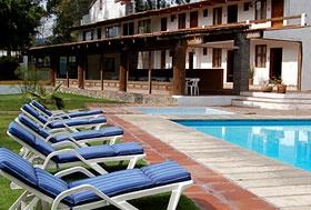 Hotel El Arco, Valle de Bravo, Estado de México - A la entrada de Valle de Bravo, a un costado del arco blanco.