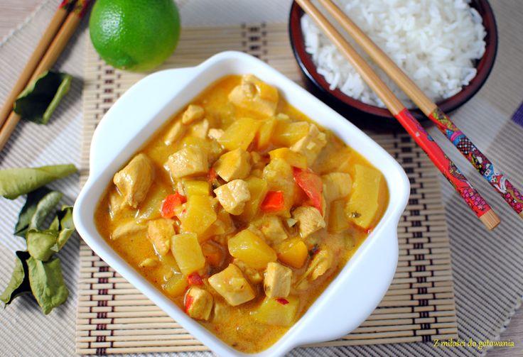 Tajskie curry z kurczaka i mango w mleku kokosowym | Z miłości do gotowania